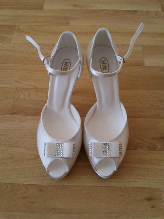 Moje svadobné topánky. Sú jednoducho nádherné, neviem sa na ne vynadívať.