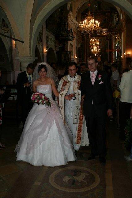Monika Reichbauerova{{_AND_}}Igor Cech - po sobasi odchadzame z kostola