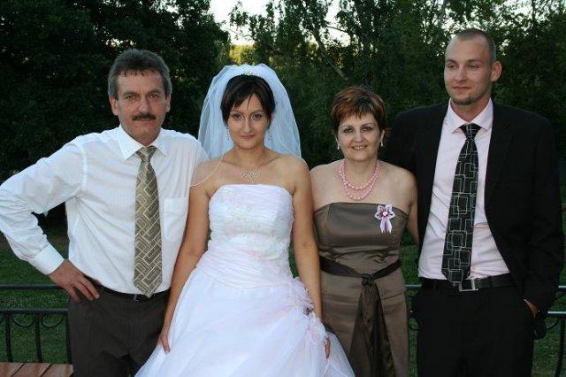 Monika Reichbauerova{{_AND_}}Igor Cech - s mojimi rodicmi a bracekom (svedkom)