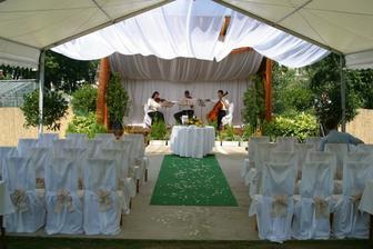 Kdyby byla svatba venku mělo by to vypadat takto.