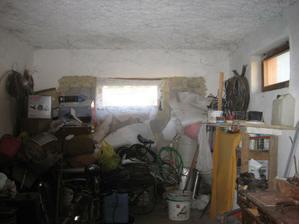 tu mala byť garaž ale je tu len sklad.......