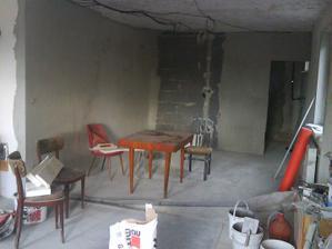 tak tu bola garaž ,teraz bude obyvačka a jedálen.