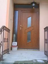 nové dvere.