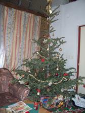Vstupní část obýváku, na Vánoce jsme si tady udělali malý provizorní obýváček se stromečkem :-)