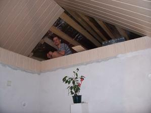 Jediné úložné prostory v celém domě (nemáme zděnou garáž ani sklepy)...