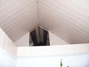 Úložné prostory pod střechou - ještě olištovat a bylo by to ;-)