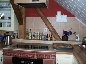 Pokračujeme s dodělávkama v kuchyni. Vymyslela jsem tmavou výmalbu, abych si mohla koupit košíčky :-D