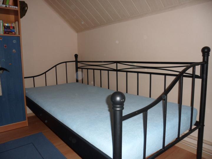 Dětský pokoj už potřebuje změnu... - Nakonec vyhrála tahle postel ze Sconta - je taková více klučičí ;-)