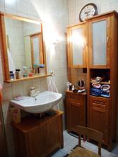 Únor 2012 - pořídili jsme si konečně nové umyvadlo a nábytek do koupelny