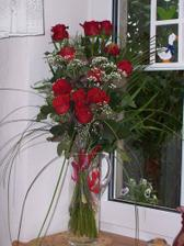 Od manžela, tehdy ještě přítele...Krásně nám ozdobila kuchyňské okno.