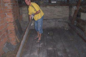 V září 2007 - pár dní po svatbě začínáme budovat nové bydlení v podkroví.