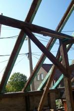 Tady budou střešní okna (budoucí obývák)