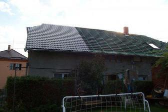 Nová střecha na zadní straně domu.
