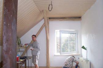 Šikminy a stropy jsou hotovy, ale MM to zaplatil pořezanou rukou :-(