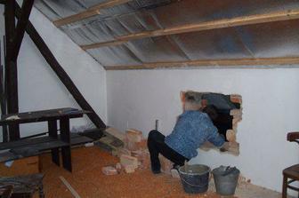 Začínáme s ložnicí - nejdříve díra pro romantické okénko :-)