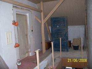 Pohled od koupelny k ložnici