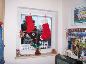 Tak máme okno s vánoční tématikou...