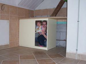 Dlažba hotová a první skříňka je doma :-) 26.3.2010