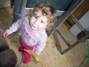 ...a tady je malá pomocnice Anuška, jde na sváču...