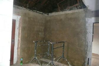 roh vedle vchodových dveří schody na půdu jsou pryč