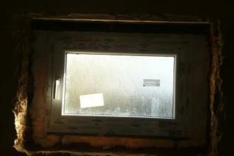 okno v koupeně
