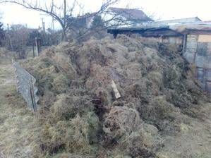 Tak takhle vypadal kompost když jsme ho převezli z místa kde bude stát náš baráček
