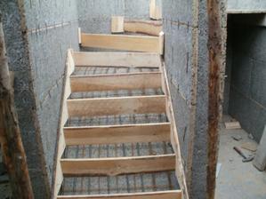 První půlka schodiště..