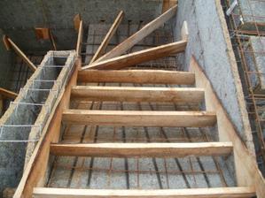 Druhá půlka schodiště..