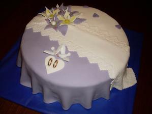fialovo-biela torta určite