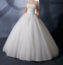 taku krasnu suknu by som chcela:) sirokuu:)