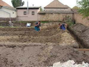 kopeme základy