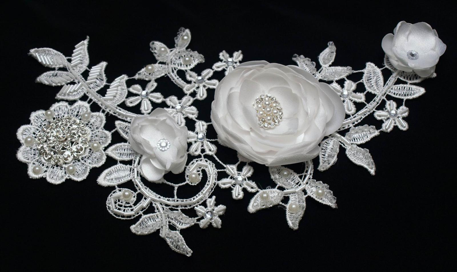 Darovať originál - Nádherný krajkový hrebienok vhodný pre nevesty miesto závoja, družičky alebo na slávnostné príležitosti