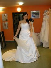 leč jsem nechtěla čistě bílé šaty