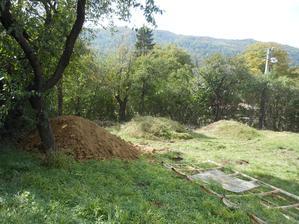 prvych  11 ton na vyrovnanie pozemku