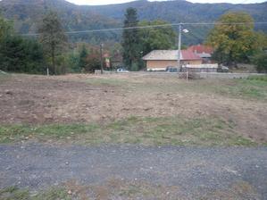 pondelok 30.09.2013....pokracujeme  s opravou medze a vysadbou buduceho ziveho plota...