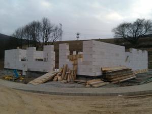7-15.3-2013 – ťahanie múrov a vencov