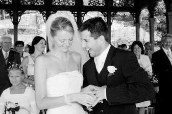 viděli jste někdy šťastnejšího ženicha :o)