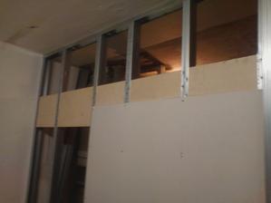vystuhy na upevnenie kuchynskej linky - je to tvrde drevo