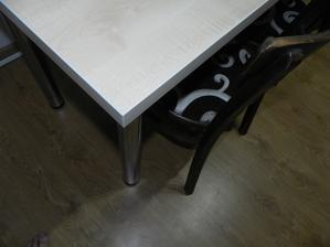 stol detail - farba javor