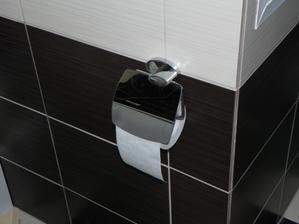 konečne držiak na toaletny papier