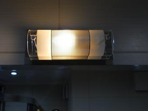 A tu už aj svietime, zatial iba obyčajna usporna žiarovka, ale už som objednal LED
