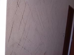 stena pripravena na obklad (napenetrakovana a narobene ryhy abo to lepsie drzalo)