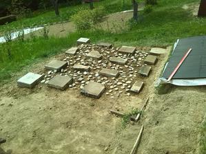 mal som zvysne kamene tak som hodil medzi betony :-)
