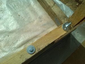 zavitova tyc zaroven drzi aj prve poschodie konstrukcie