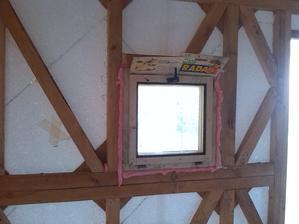 male okno pohlad z vnutra