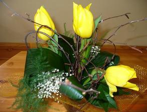 Jarní zásnubní kytička samozřejmě nechyběla:-)