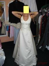 Šaty č. 3 - slušivé, ale smetanové a to se mi moc nelíbilo...
