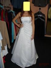 Šaty č. 5 - byla tam taková šílená kytka, tak ji zakrývám rukou