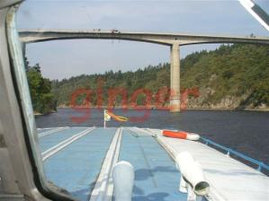 Zvíkovský most přes Vltavu, kde se skáče bungee-jumping