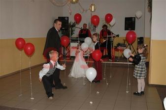 To bylo něco pro děti... a ženicha:-))